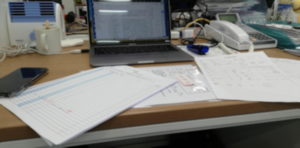 紙の書類にハンコ押すのが仕事!?