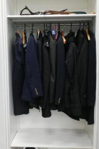 服いっぱいのロッカー