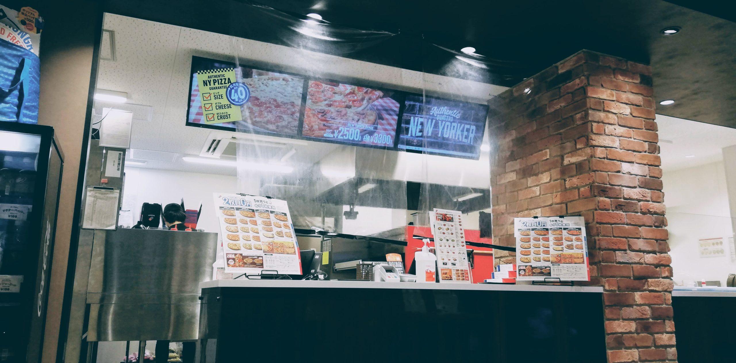ピザ店も透明シート